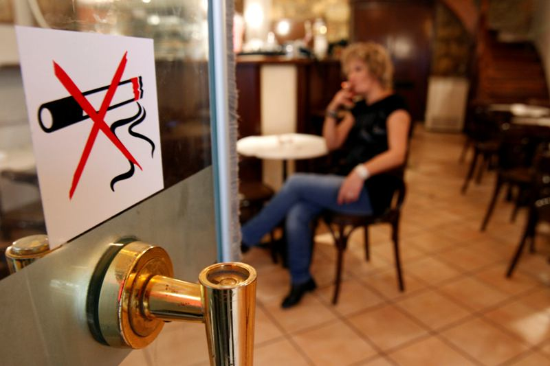 Law on cigarette duty tax in Albania changes again. Are smokers being helped?