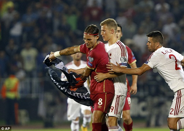 Tensioned game between Serbia and Albania, UEFA decides to suspend it (Photo-Video)