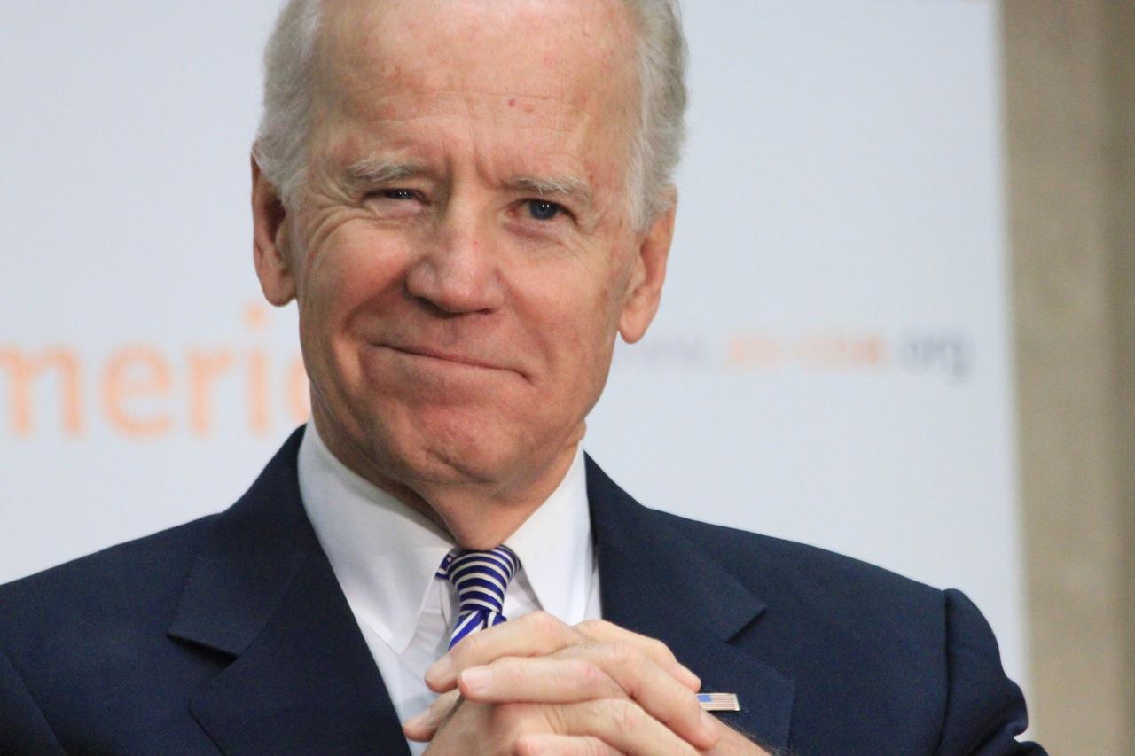 Biden calls Vucic ahead of Putin's visit