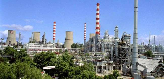 Lukoil closes refinery in Romania after facility placed under distraint
