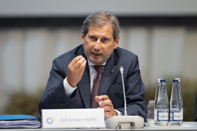 Hahn: Economic development of Kosovo is a priority of the EU