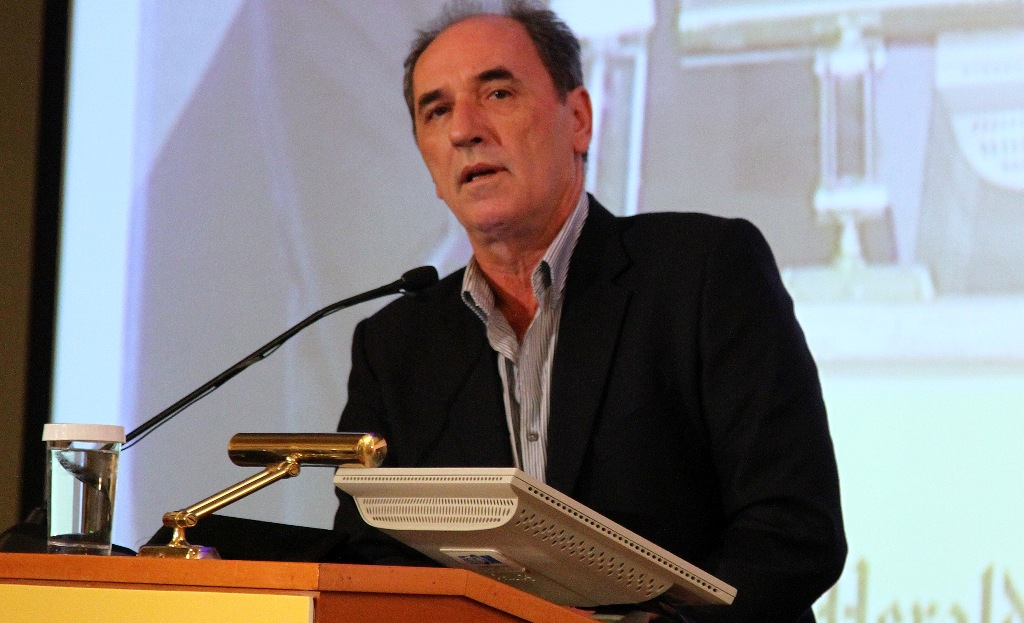 Stathakis denies the e-mail on the contacts of SYRIZA in London