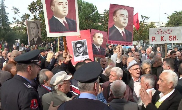 Enver Hoxha's figure sparks a debate between Albanian and US politics