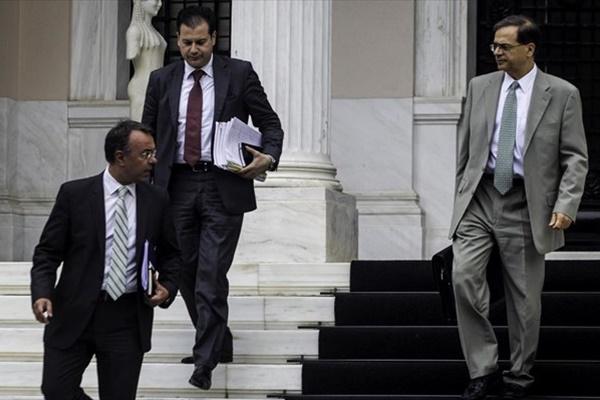 Greek government initiates political negotiations