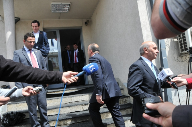 AAK announces its departure from the opposition bloc, an agreement with PDK is expected