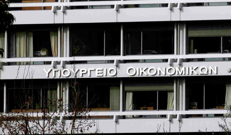 Greek government succumbs to troika pressure on debt settlement legislation