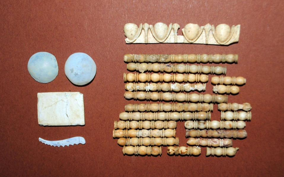 Tomb with bones discovered in Amphipolis