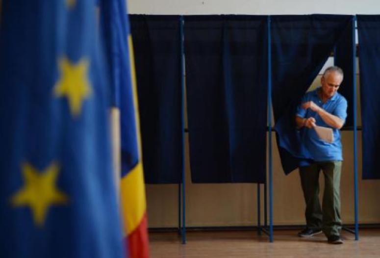 Weekly review: corruption and stakeouts, the race for President is on in Romania