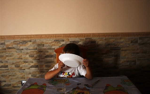 The number of children in Greece at risk of poverty reach 40%