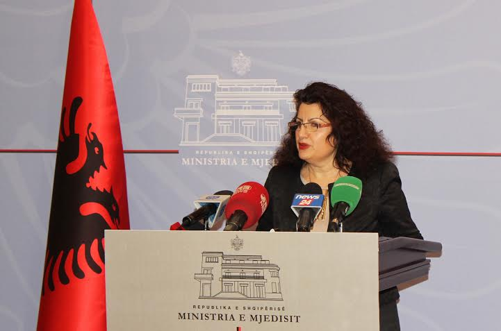 Albanian deputy minister of Environment discharged for not paying her power supply bills in her second home