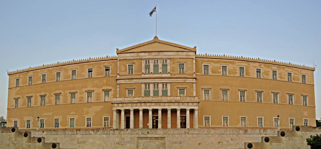 Greece: All eyes turned to Parliament on Wednesday afternoon