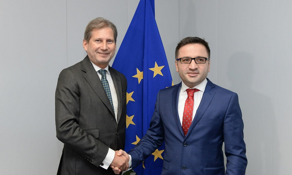 European commissioner Hahn demands political dialogue in FYROM