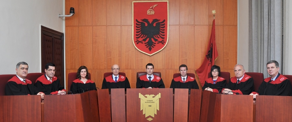 Constitutional Court quashes the bill which endows the Prime Minister with new powers on the Army