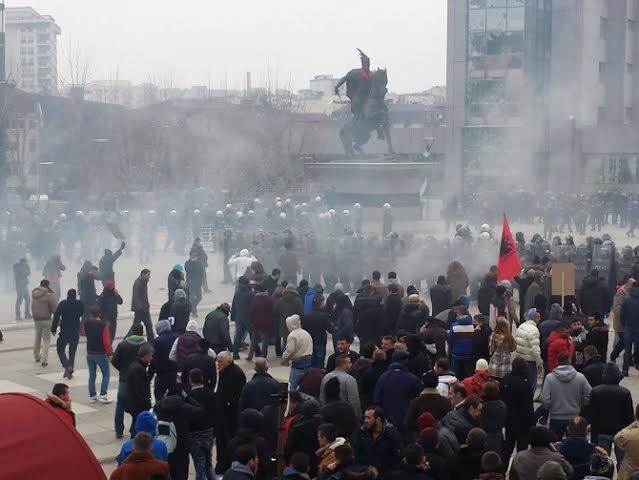 Protest in Pristina escalates to violence, clashes between protesters and police