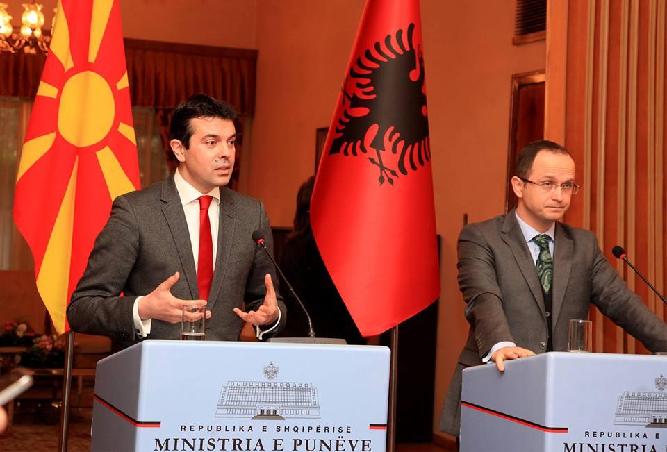 Foreign Minister Popovski retorts with journalists in Tirana