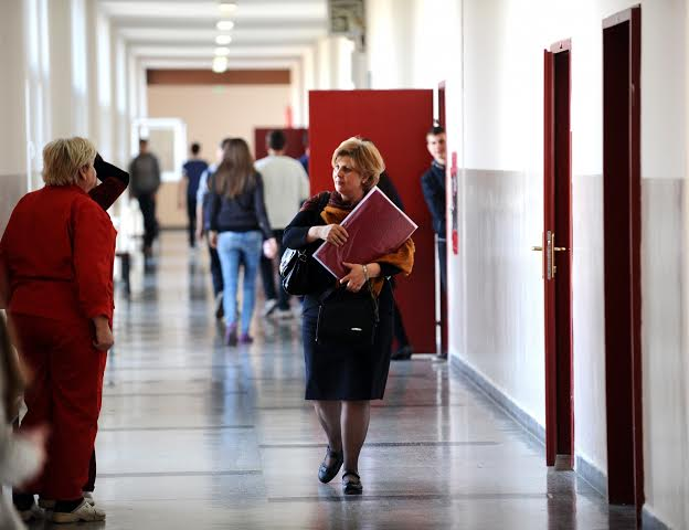 Warned strike in education, pros and cons