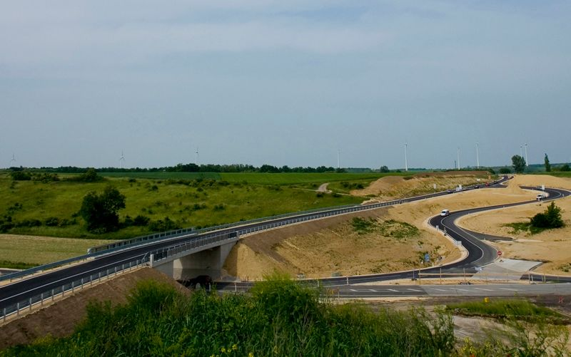 Romanian PM seeks 'political accord' on highways