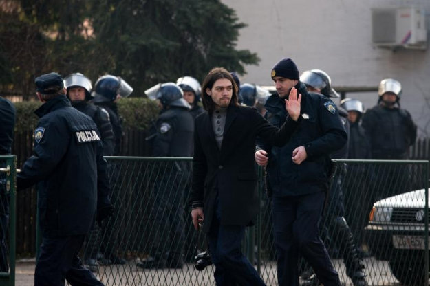 Presidential candidate detained during 'Human Wall' protest