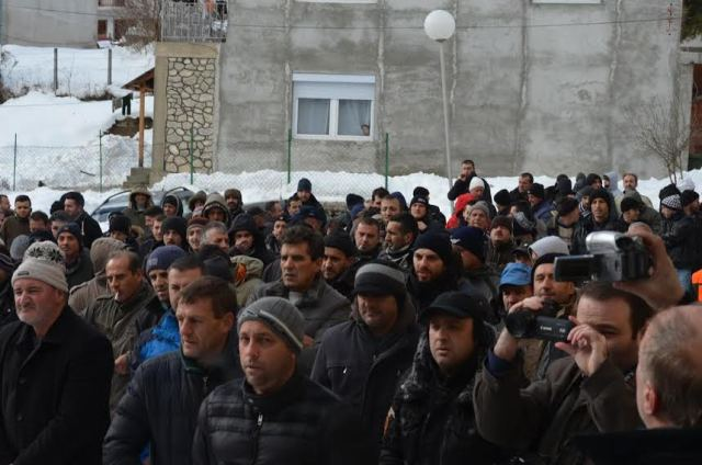 Protests against the power supply corporation in FYROM, demands for damages