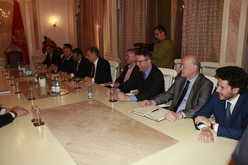 Opposition parties in Montenegro are trying to establish an interim government