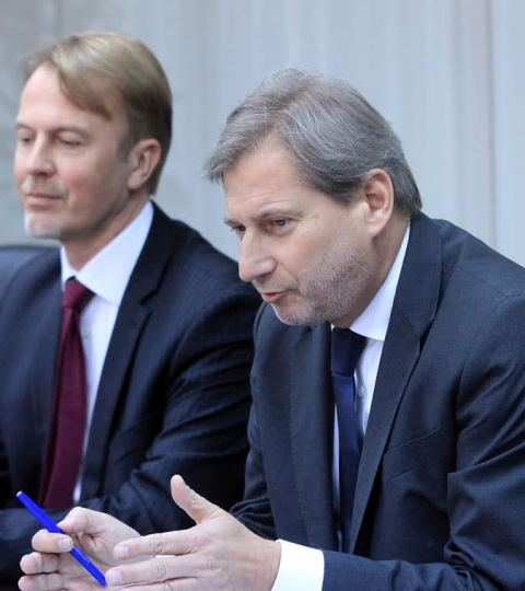 Hahn visits Skopje, messages for political dialogue and solution of the political crisis