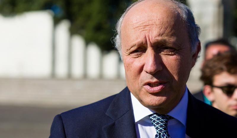 Fabius: Respect for democracy in Greece
