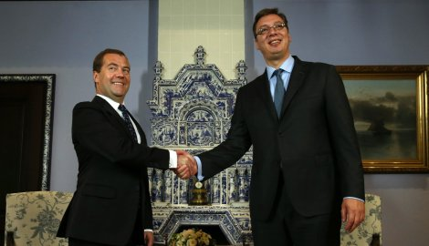 Medvedev invites Vucic to visit Moscow
