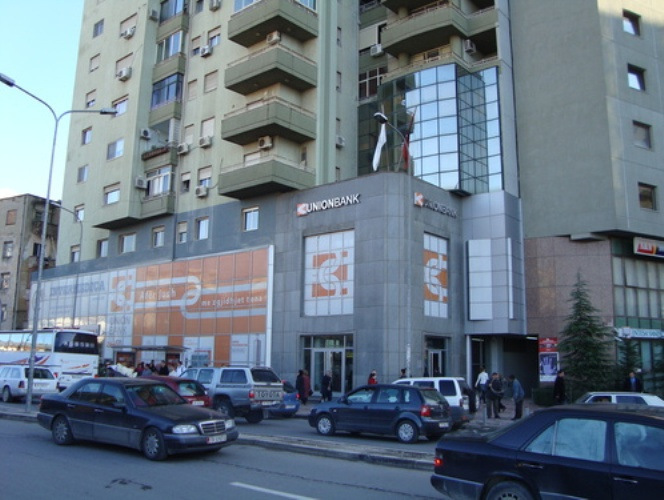 A large amount of money robbed in a bank in Tirana
