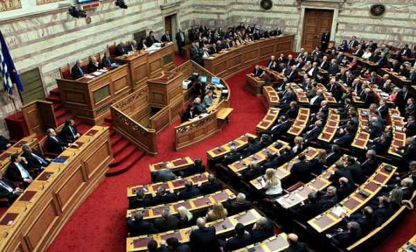 Greek government announcements under heavy fire from opposition