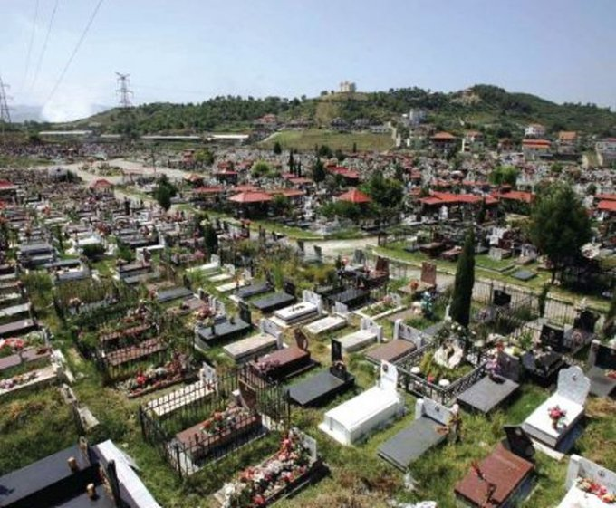 Albanian government decides to allow the opening of private cemeteries