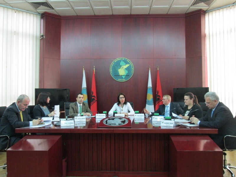 """Albanian political parties """"armed"""" with state funds for the local government elections"""