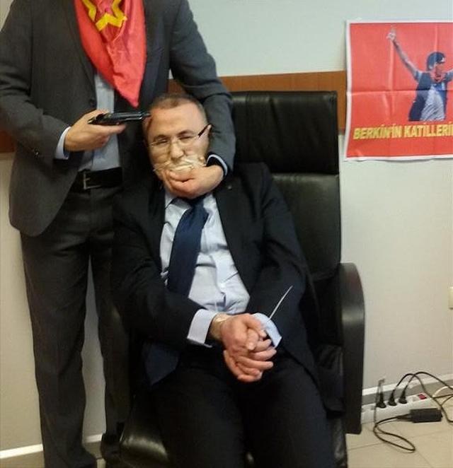 Terrorist organisation is holding hostage a prosecutor in Istanbul
