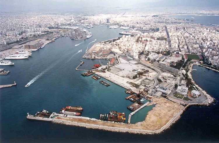 The port of Piraeus and 14 airports to be sold