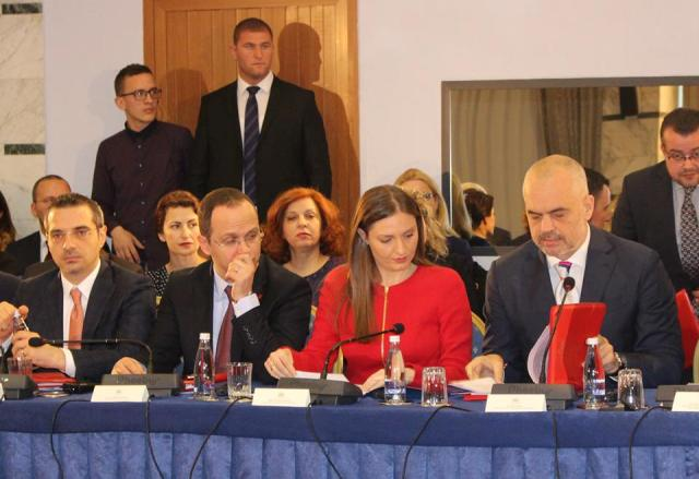 Start of accession talks, Tirana demands a date, Brussels is silent