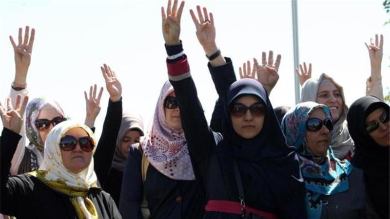 Erdogan divides the women in Turkey