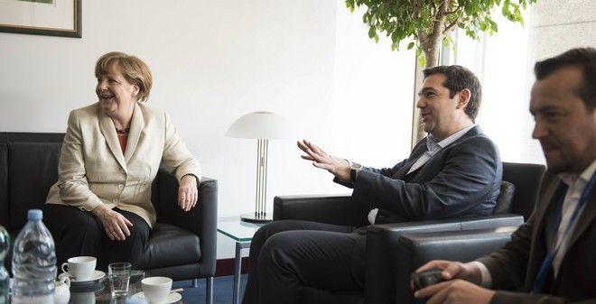"Tsipras, Merkel hold ""constructive"" meeting"