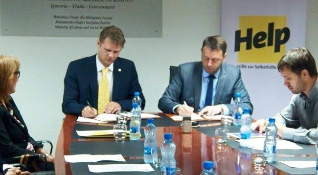 Ministry of Labor in Kosovo signs an agreement with a German organization for assistance to small businesses