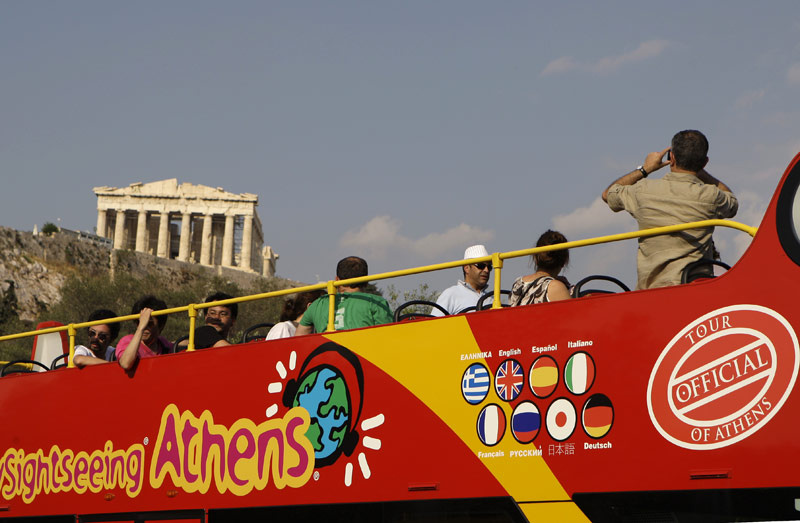 More than 1.7 million tourists visited Greece in the first quarter of the year