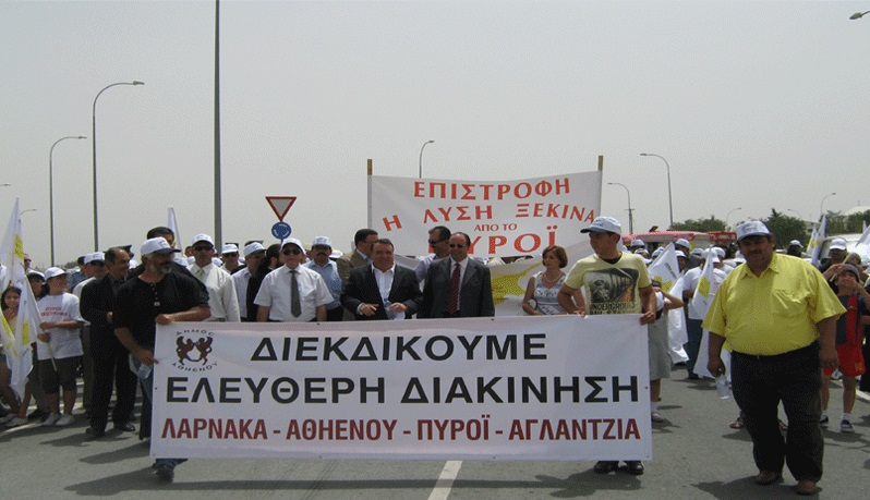 Greek and Turkish Cypriots demand the opening of a crossing point