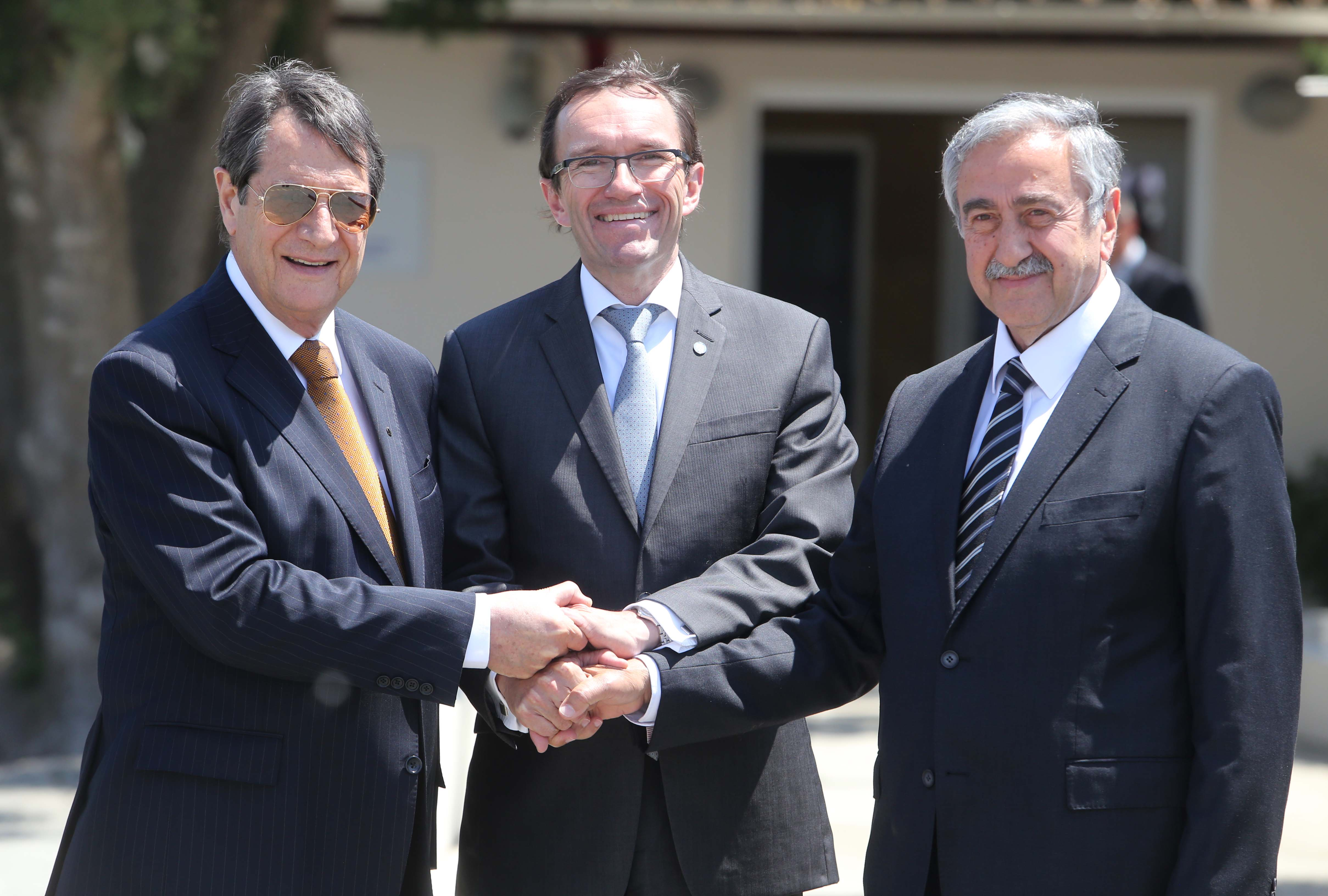 The Greek-Cypriot side proposes to opening of five roadblocks