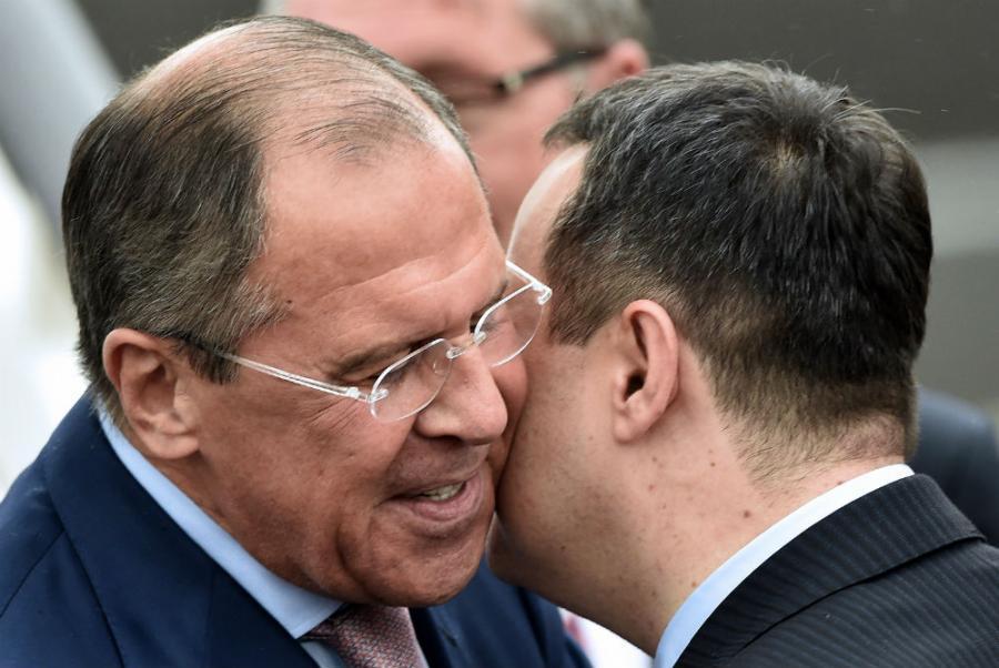 Lavrov in Belgrade, praises Serbian policy