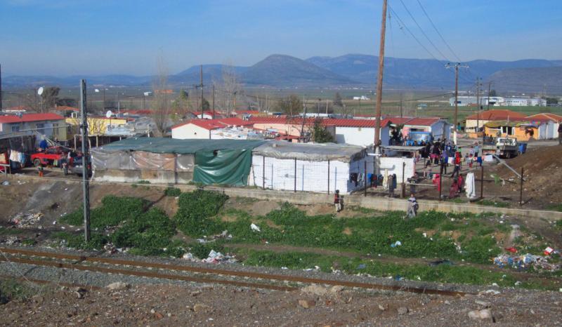 Greek Govt promotes Roma relocation plan