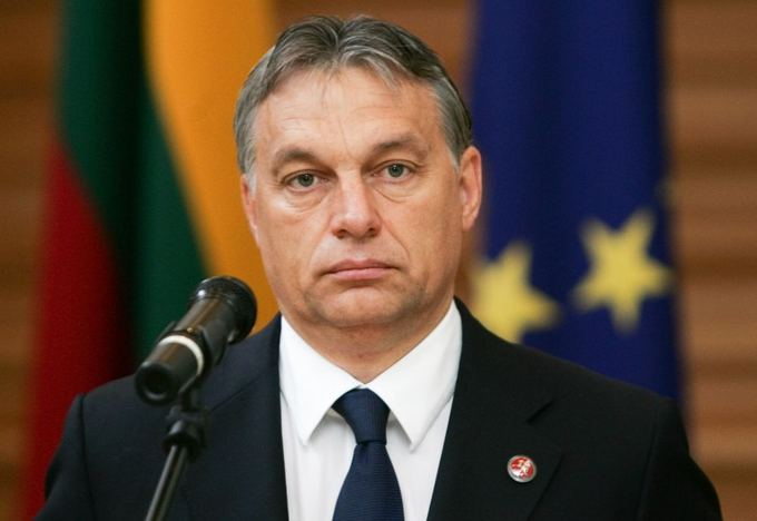 Orban threatens to close border with Serbia