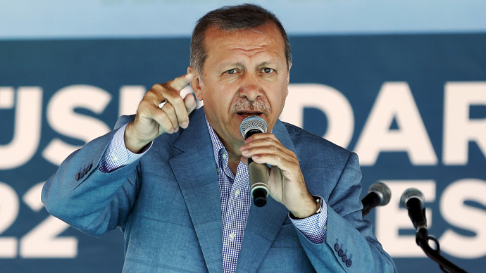Erdogan threatens journalists for revealing scandals