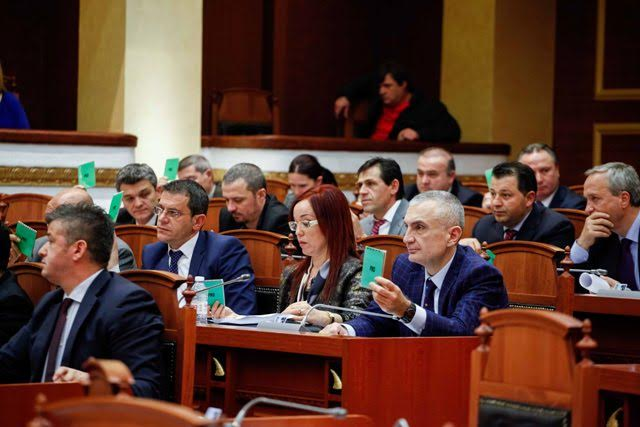 Albanian politicians comment the strong criticism of the US State Department