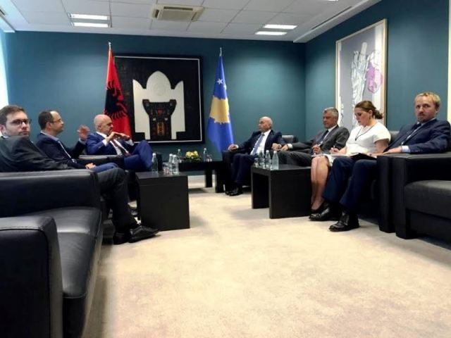Surprise meeting between PM Rama and PM Mustafa in Kosovo