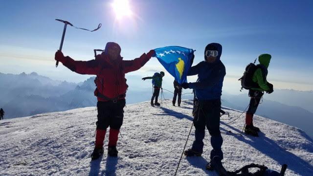 'Pristina' climbing club reaches the highest peak in Europe, Mount Blanc