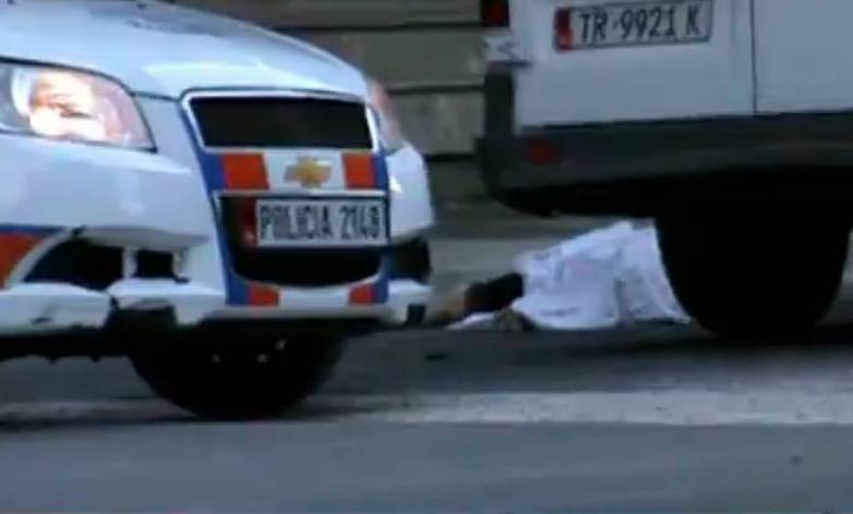 Man committs suicide in downtown Tirana by throwing himself from a multi storey building