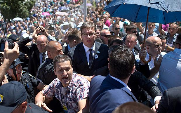 Vucic stoned in Srebrenica