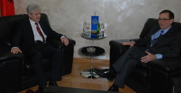 US ambassador Baily meets leader of BDI to discuss the crisis